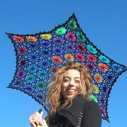 Lacy Daisy crochet parasol • Reusing Umbrellas | ecogreenlove