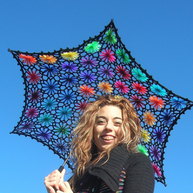 Lacy Daisy crochet parasol • Reusing Umbrellas   ecogreenlove