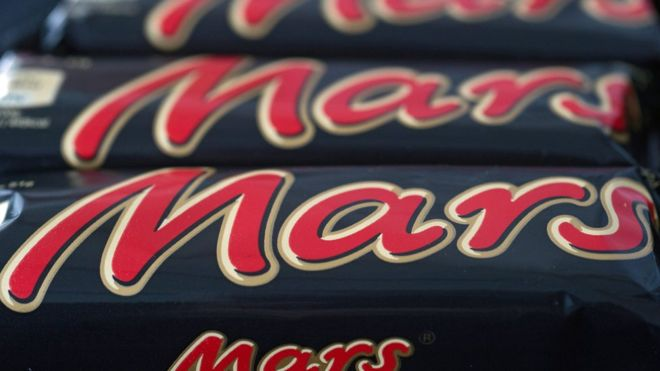 Mars recalls chocolate bars in 55 countries after plastic found in product | BBC News