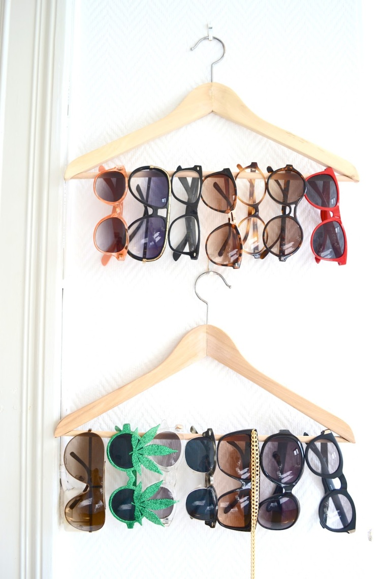 Cloth hanger sunglasses display • Creative Ways to Repurpose Eyeglasses | ecogreenlove