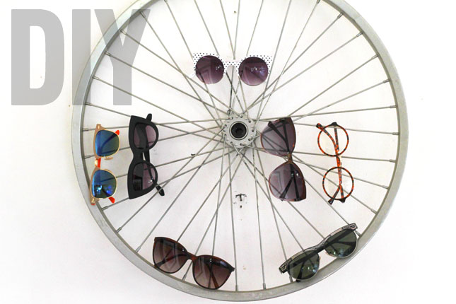 Bike wheel shades display • Creative Ways to Repurpose Eyeglasses | ecogreenlove